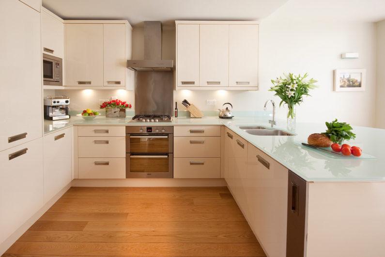 Обзор материалов рабочих столешниц в кухне